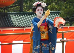 Special dance performace at Heian Shrine (logroll) Tags: japan fan dance kyoto shrine performance maiko geisha kimono gion matsuri  heianjingu miyagawacho   fukune