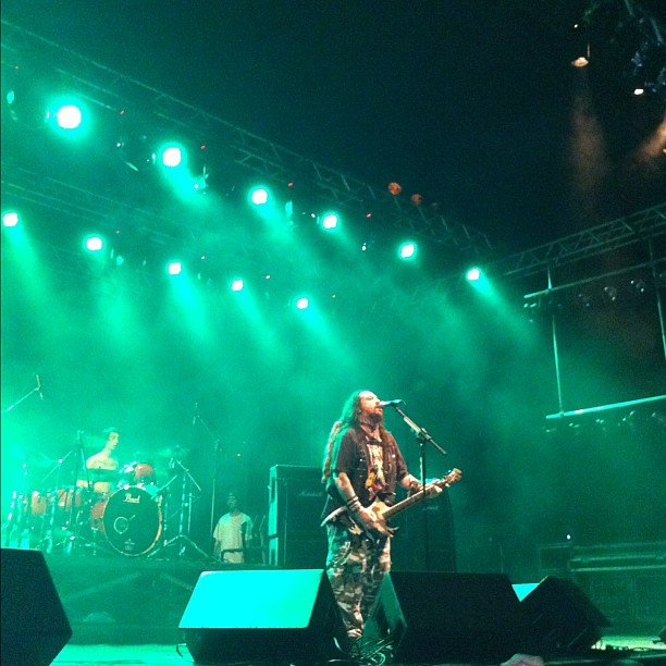 Soulfly, last night, performing for the first time in Goiânia. Fucking excellent! Max Cavalera is a living legend. Even with half of his face paralized by Bell palsy (sp?), he played for almost 90 minutes without losing his voice and enthusiasm! One great