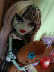 Frankie arrived! (babi_chiba) Tags: monster high frankie stein mattel frankiestein monsterhigh watzit