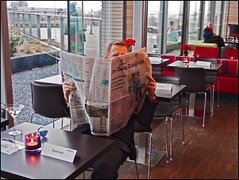 Spy's Eye (/RealityScanner/) Tags: holland netherlands amsterdam newspaper olympus bond 007 omd jamesbond zeitung lookalike handson em5