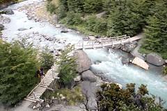Puente (MBSBrito) Tags: chile parque patagonia argentina trekking w backpack torresdelpaine peritomoreno glaciar nacional patagônia mochila torres trilha paine circuito chilena