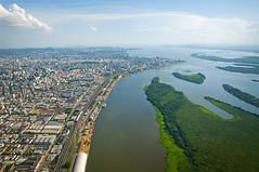 Da janela do avião, eu vejo Porto Alegre... (Gabriel Sperandio) Tags: brazil brasil portoalegre aerialview rs guaíba riograndedosul brasile brésil vistaaérea brazilien regiãosul brasilemimagens