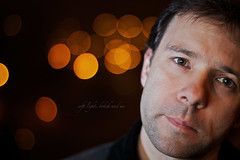 soft light, bokeh and me (erkua) Tags: auto street light portrait luz me ctb self canon photography soft y bokeh retrato flash yo desenfoque 7d 12 softbox gel suave fotografa callejera speedlite snoot strobist 70x70 phottix