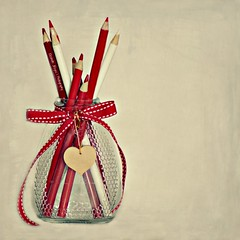 Color-es  (lizbeth ) Tags: red stilllife cores rouge rojo heart colores vermelho textures corao rosso colori cuore corazn texturas cur frasco happycolors colourscolors ideasdenviembre eldivnazul
