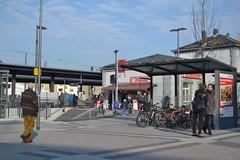 (UrbanAdriana) Tags: bus bicycle germany deutschland europe publictransit frankfurt rail bahnhof bicyclefacilities commuting mrt sbahn publictransport commuterrail frankfurtammain railstation bestpractice massrapidtransit bikeparking roedelheim sustainabletransport bikeshelter suburbanrail sustainablemobility intermodality roedelheimbahnhof