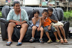 children and woman on a sofa (the foreign photographer - ) Tags: woman children thailand three nikon bangkok sofa lard bang bua khlong bangkhen d3200 phrao jun282015nikon