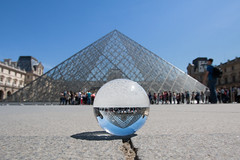 (thierry.ebener) Tags: paris louvre pyramide crystalball glassball bouledeverre