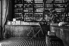 La drogheria di una volta (mariateresa toledo) Tags: argentina pulperia biancoenero interno bicicletta drogheria sanantoniodeareco almacnlosprincipios sonynex7 sonnarte1824 mariateresatoledo dsc02596modifica22