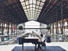 The lesson (geoffroy C) Tags: street paris apple architecture geometry ngc perspective piano streetphotography ios decisivemoment iphone iphone6