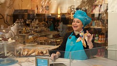 Lady Godiva (mausgabe) Tags: leica nyc chocolate rockefellercenter chef pastry godiva ladygodiva leicamp leicasummiluxm35mmf14asph safariedition typ240