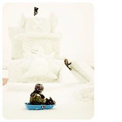 ฉันสัญญา โตขึ้น ฉันจะต้องเป็นเจ้าแห่งโจรสลัดให้ได้ ชอปเปอร์ นายคือความฝันด้านแพทย์แห่งแกรนด์ไลน์ของฉัน ได้เวลาผจญภัยไปพร้อมกับเรือสีฟ้า คู่ใจแล้วววว  #onepiece #chopper #pirates #sunny #asahikawa #kids #winter #snow #snowfestival #snowfestival2012 #hokkai