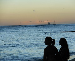 Silhouettes at Dusk (mikecogh) Tags: girls beautiful hair soft waikiki yacht dusk pastel profiles silhouettes ponytail honolulu