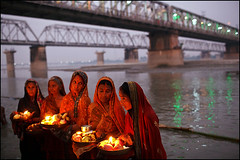 Rituals - Sonepur (Maciej Dakowicz) Tags: city people india river religious asia prayer religion ceremony fair pooja ritual hindu puja pilgrim mela offerings bihar sonepur sonepurmela gontak