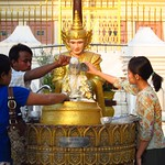 "Offering at Shwedagon Paya <a style=""margin-left:10px; font-size:0.8em;"" href=""http://www.flickr.com/photos/14315427@N00/6920974066/"" target=""_blank"">@flickr</a>"