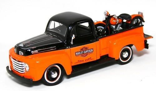Maisto Ford F-1 48 + Harley
