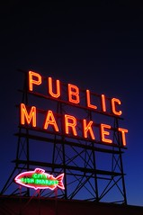 Pike Place Market, Seattle (5ERG10) Tags: seattle trip blue summer usa holiday fish public sergio sign night america dark lights star evening bay nikon neon waterfront place northwest market dusk telephoto hour pike pikeplace nikkor washingtonstate westcoast elliott d300 2011 18200mm amiti 5erg10