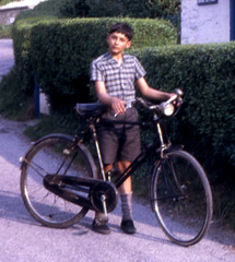 Long Term Loan (theirhistory) Tags: boy lamp bike shirt spring cottage swindon shorts philip fiets dap huntshill korte springcottage hemd chainguard broek daps kettingkast releigh philiphoward philliphoward plimsols blunsdon