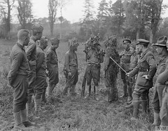 Men of the US 77th Division receiving instruction in camouflage from a British officer at Moulle, 22nd May 1918. [800x624] #HistoryPorn #history #retro http://ift.tt/1XpzM7Y (Histolines) Tags: from men history us may retro camouflage timeline british division officer instruction 1918 22nd receiving 77th vinatage moulle historyporn histolines 800x624 httpifttt1xpzm7y
