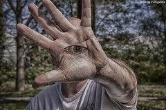 Talk to the eye-opener (nvp74) Tags: eye colors foto hand talk human tamron mensen kleuren tassyfotografie