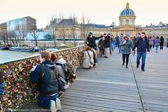 Pont des Arts (Luiz Felipe Martins) Tags: europeanunion france rpubliquefranaise francia frankreich frankrijk paris pris thecityoflight lavillelumire ledefranceregion panam parisiens pontdesarts nikon d7100 love bridge passerelledesarts pontsdeparis parisbridges padlock street lovelocks