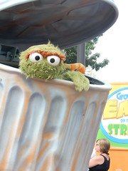 oscar in the parade (pompomflipflop) Tags: sesameplace parade characters oscar sesamestreet