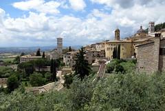 Assisi desde a Piazza Santa Chiara (Sandro Helmann) Tags: medieval assisi umbria idademdia piazzasantachiara