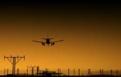 LLegando a casa (Explore) (Ramirez de Gea) Tags: atardecer aeropuerto lanscape avion llegada pasajero lucces
