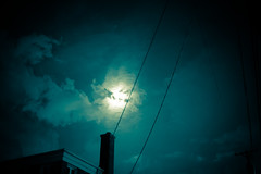 A Man Holding The Moon (Hans Maso) Tags: chicago canon us mark iii 5d markiii canoneos5dmarkiii