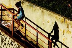Escorrega (Alfredo Henrique 1) Tags: garota guarulhos feiralivre gopova alfredohenrique