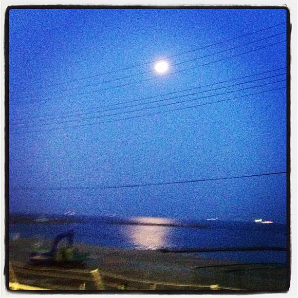 須磨海岸の月明かり