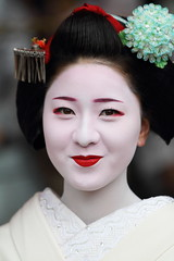 Maiko girl (Teruhide Tomori) Tags: portrait japan lady kyoto traditional makeup event maiko 京都 日本 kimono gion 着物 放生会 舞妓 祗園 日本髪
