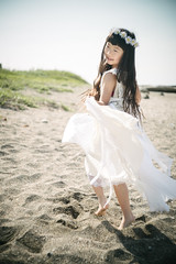 On the beach (otonasoto) Tags: beach girl children 50mm dress sony summicron littlegirl f2 leitz a7s