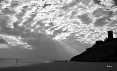 Entre nubes (ZAP.M) Tags: espaa costa naturaleza andaluca nikon flickr playa cdiz chiclana acantilado orilla barrosa nikond60 zapm mpazdelcerro