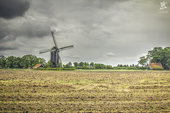 Wissink's Ml (Tristan Roebersen) Tags: tristan roebersen 70d eos canon wissinks ml molen windmill wind mill afternoon cloud cloudy nature landscape sky grey clouds awesome chilling view speak less grass field building historie old epic cool nice vet chill land scape troebersen