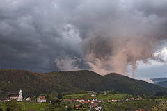 Ciel d'orage sur Geishouse (mrieffly) Tags: nuages orage canoneos50d geishouse vosgesalsace