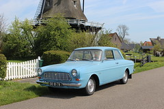 1962 Ford Taunus 12M P4 (Davydutchy) Tags: auto road classic ford windmill car fence moulin mhle gate voiture april vehicle taunus molen weg hek windmolen dyk p4 windmhle 2016 12m klassiek langweer moune langwar mne boornzwaag boarnsweach wynmole