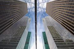 Le jeu des 7 erreurs (Littlepois Photographie) Tags: nyc sky usa ny newyork building nikon unitedstates manhattan reflet ciel miroir 6thavenue immeuble d4 etatsunis colorefexpro lr4 littlepois nikon1635f4