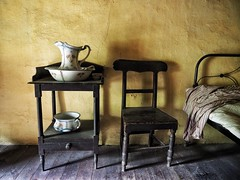 Long Gone (Feldore) Tags: old ireland irish house yellow wall museum bedroom chair folk farm traditional olympus homestead northern pitcher mchugh em1 cultra 1240mm feldore