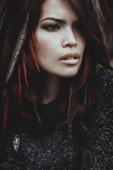 jennifer chaxx (sandra.scherer) Tags: portrait asian 50mm photoshoot availablelight frankfurt feathers freckles palmengarten goodtimes darkbeauty canon5diii analoraphotoart