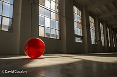 Red ball (David Cucalón) Tags: red ball luces rojo shadows empty sombras vacio pelota ligths cucalon davidcucalon