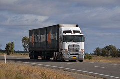 Freds (quarterdeck888) Tags: nikon flickr transport frosty semi lorry trucks freds kenworth tractortrailer semitrailer haulage quarterdeck newellhighway k200 highwaytrucks d5100 jerilderietrucks