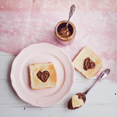 Te quiero mucho, mi querido Dulce de Leche  (www.juliadavilalampe.com) Tags: pink stilllife food love square table sweet amor eat getty pan lovely amore ecuatoriano liebe dulce gettyimages heartshape dulcedeleche foodphotography manjar cajeta manjardeleche