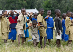 Gisenyi school , Rwanda (Eric Lafforgue) Tags: africa school outdoors uniform rwanda afrika commonwealth pupil uniforme afrique eastafrica gisenyi centralafrica kinyarwanda ruanda 0488 eleve afriquecentrale רואנדה gisenye 卢旺达 르완다 盧安達 kisenyi republicofrwanda руанда رواندا ruandesa