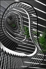 Paul Schwebes @ Geschftshaus Knigsstadt [1954] (d.teil) Tags: white black berlin spiral stair 1954 treppe step staircase spirale guessedberlin dteil gwbartie