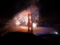 This hour is for you (shhflights) Tags: night goldengatebridge 75thanniversary slackerhill olympusep1 goldengatebridgefireworks ggb75