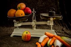 fruitweegschaal (wibra53) Tags: stilleven apples oranges weight weegschaal appels gewicht stilllifephotography 2013 witlof wortelen sinasappels carrets