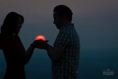 Holding the sun (Jens Herrmann) Tags: portrait silhouette sonnenuntergang outdoor natur sonne stimmung hnde personen gegenlicht prchen halten sinnlich zeitundlicht