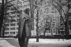 Pushkin. Chilly on the street. (Andrey  B. Barhatov) Tags: moskva moscow russia ru pushkin arbat artinbw noir sculpture moscowwalks russianfederation street msknoir msk streets monochrome monotone blackandwhiteonly bw blackandwhite black barhatovcom bnwmood bnw noiretblanc bnwdark bnwfilm film filmtype135 kodakfilms kodakgold100 analog analoguephotography analogphoto dust grunge grain grayscale pentaxpc35afm pointandshoot pointshootfilmcamera expiredfilm overduefilm whiteonblack worldmap       winter 2016     citywalks city citywalk nocontrast  pentaxpc35af pc35af moodcreations