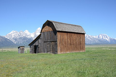 Around the Teton Park Loop, Mormon Row,  the Reed Moulton Homestead (thatmanwithacamera) Tags: america wyoming grandtetonnp mormonrow