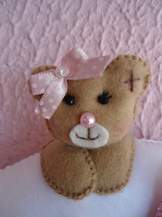 espiadinha... (sorrisando- patch e afins) Tags: feltro ursa nascimento lembrancinha ursinha